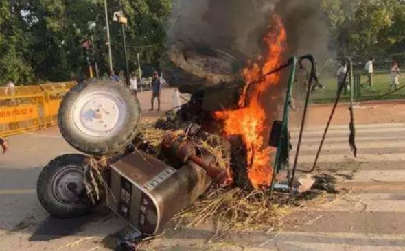 farmers-set-fire-tractors-india-gate-protest-against-bill