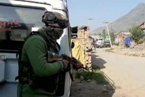अनंतनाग एनकाउंटर: सुरक्षाबलों और आतंकियों में भारी गोलीबारी, लश्कर के दो आतंकी ढेर