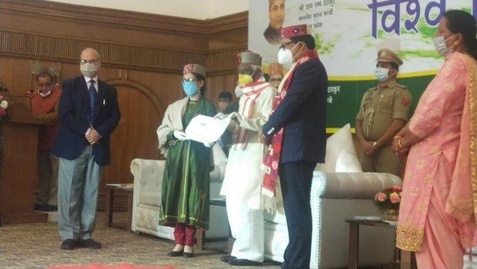 राजकीय आर्दश वरिष्ठ माध्यमिक पाठशाला काजा की प्रधानाचार्य डिकित डोलकर को मिला पुरस्कार