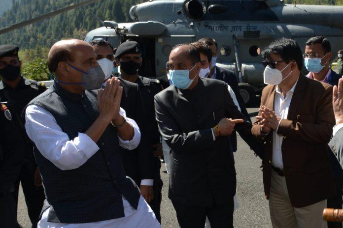 मुख्यमंत्री ने रक्षा मंत्री राजनाथ सिंह का सासे आगमन पर किया स्वागत