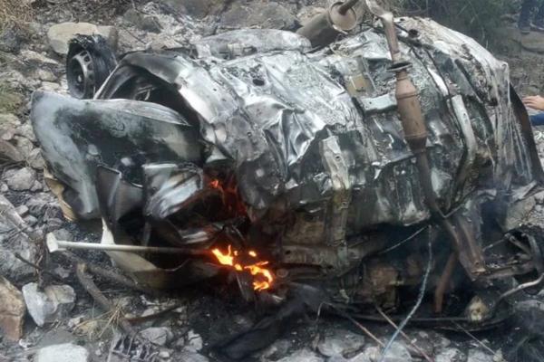 चंबा-तीसा मार्ग पर खाई में गिरते ही गाड़ी में लगी आग, तीन लोगों की मौत की आशंका