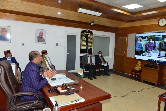सीएम ने कुल्लू में स्थापित पूर्व पीएम अटल बिहारी वाजपेयी की अर्ध-प्रतिमा का किया अनावरण