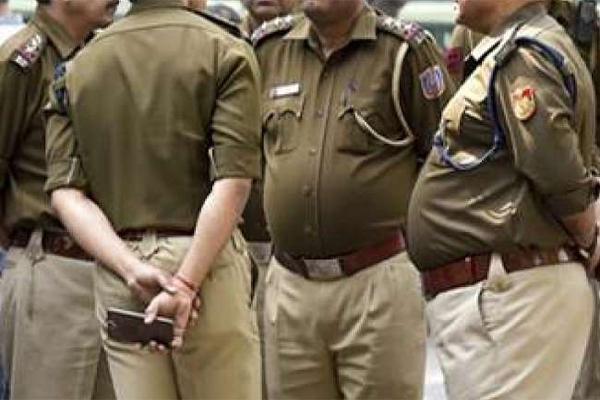 पुलिस की दबिश