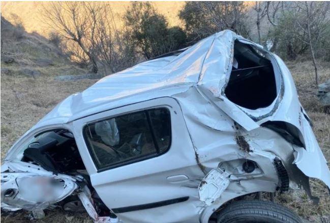 कुल्लू: अनियंत्रित होकर सड़क से नीचे लुढ़की कार,पुलिस जवान की मौके पर ही मौत