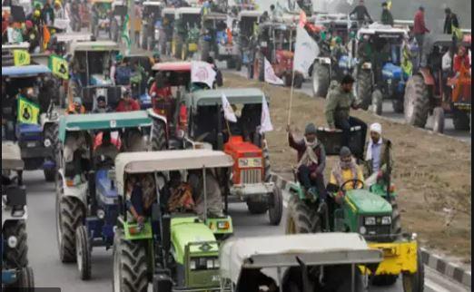 कृषि कानूनों के खिलाफ किसानों ने निकाली ट्रैक्टर रैली