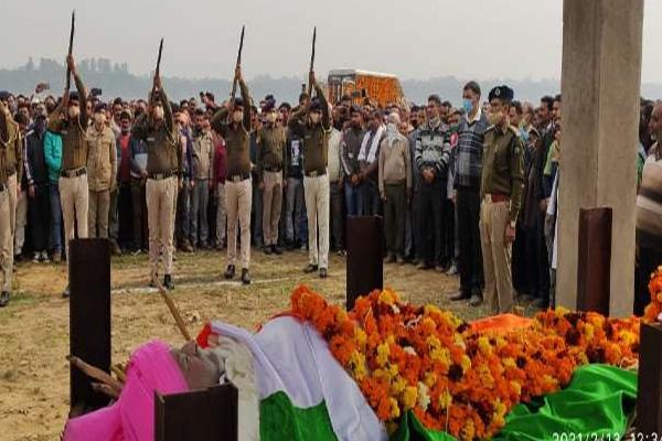 हजारों लोगों ने सुजान सिंह पठानिया को दी विदाई, अंतिम दर्शन के लिए उमड़ी भीड़