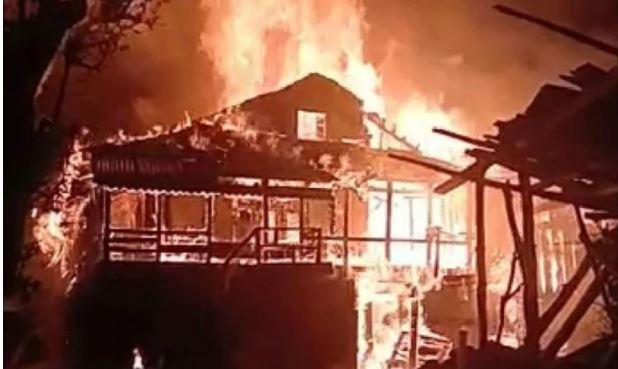 मझाण में आग लगने से 13 कमरों को एक ढाई