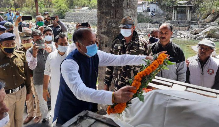 सांसद राम स्वरूप शर्मा की अन्तिम यात्रा में शामिल हुए मुख्यमंत्री
