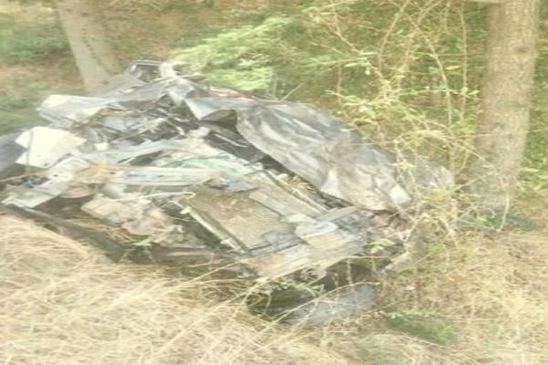 ठियोग में कार खाई में गिरी, पिता सहित 2 बेटियों की मौत