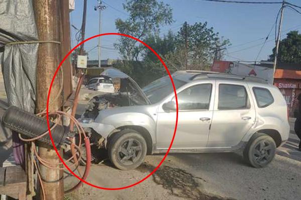 गगरेट में अनियंत्रित होकर गाड़ी खंबे से टकराई, नहीं हुआ जानमाल का नुकसान