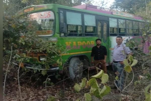 चलती बस में चालक के सीने में अचानक उठा दर्द,मौत से पहले ऐसे बचाई सभी यात्रियों की जान