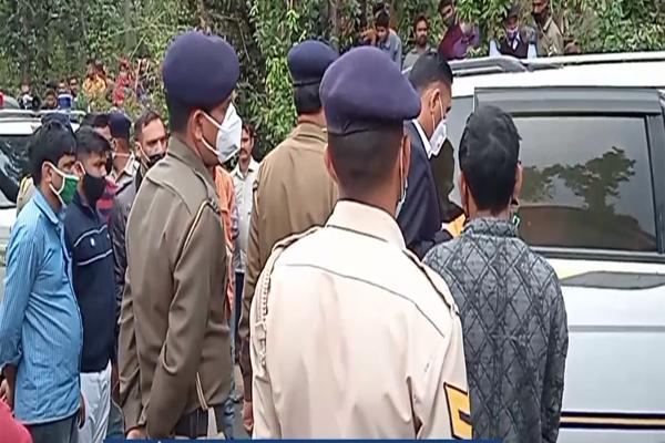 कांगड़ा में टैक्सी में मिली 27 साल के युवक की अधजली लाश