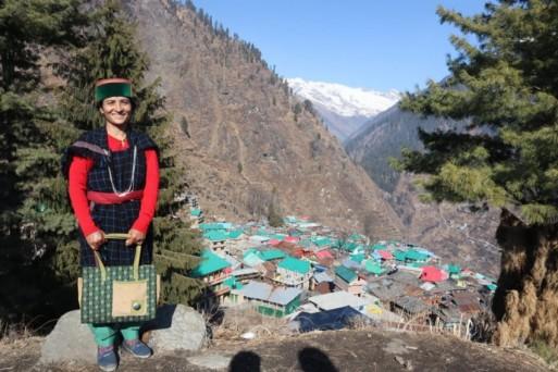 हिमाचल के इस गांव में वैक्सीन के लिए भगवान ने दी मंजूरी? बिना पूछे कुछ नहीं करते ग्रामवासी