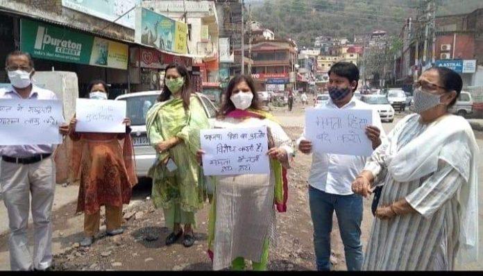 बंगाल हिंसा को लेकर परवाणू भाजपा द्वारा किया गया रोष प्रदर्शन - राष्ट्रपति शासन लगाने की मांग