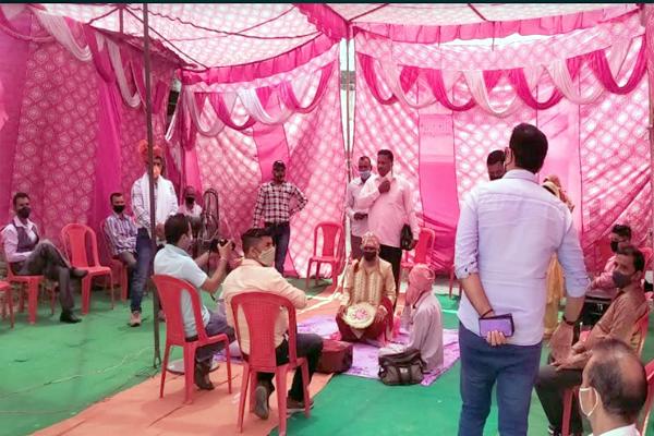 एसडीएम इंदौरा की टीम ने किया 30 से 35 शादी समारोहों का औचक निरीक्षण। कोरोना महामारी की रोकथाम के लिये दिन रात जुटा प्रसाशन।