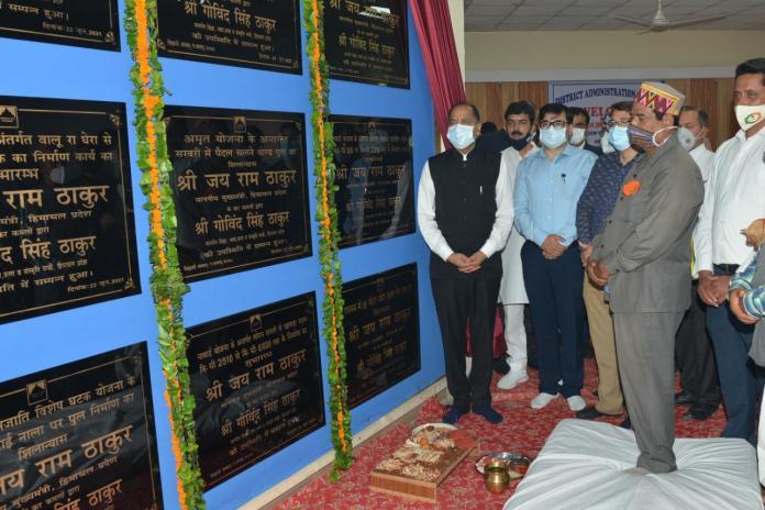 मुख्यमंत्री ने कुल्लु जिले में 64 करोड़ की परियोजनाओं के किए लोकार्पण व शिलान्यास