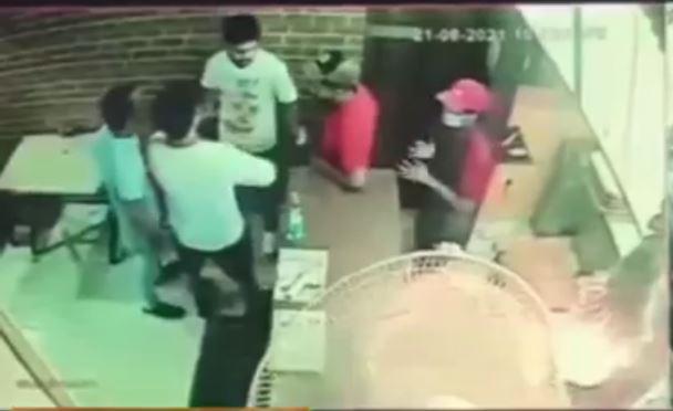 घुमारवीं में पिज़्ज़ा स्टोरी रेस्टोरेंट चलाने वाले युवक पर दो लोगों ने किया हमला
