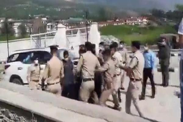 sp-kullu-slapped-cm-security-asp-in-kullu-himachal-pradesh